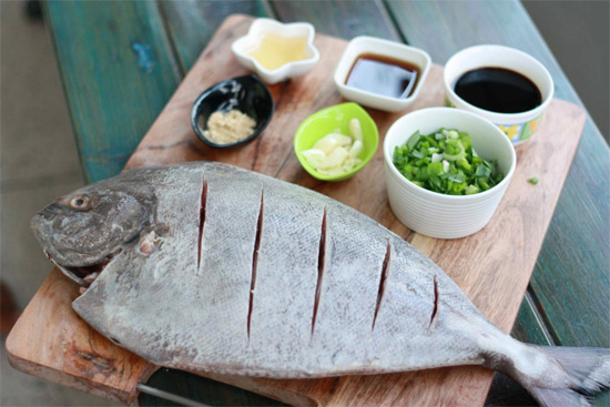 Black Pomfret Whole - Cleaned  ( Without Cut )